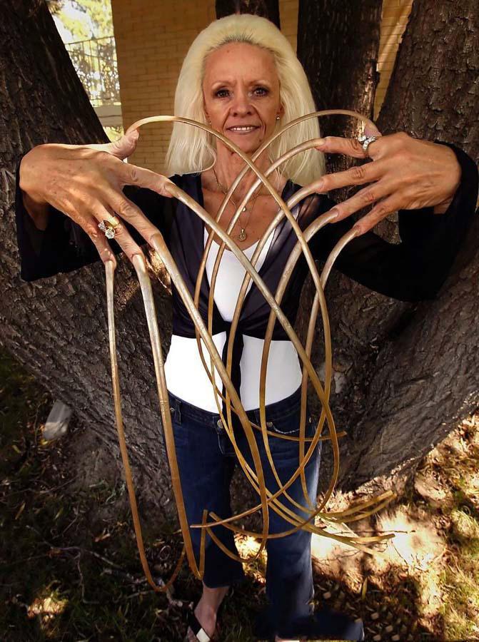 莉.里德蒙德,吉尼斯世界纪录中具有最长手指甲的人.