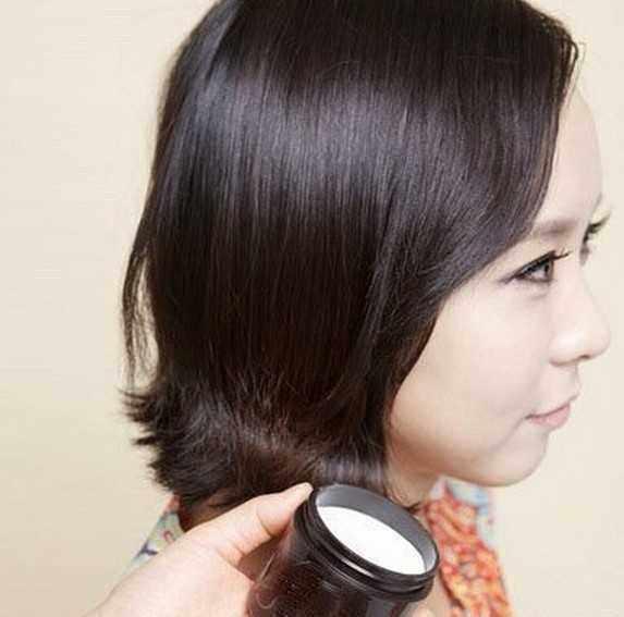 夏天穿短裙女孩,用卷发棒做发型,扎发超漂亮哦!图片