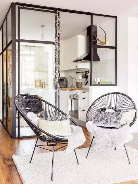 如果你准备装个开放式厨房的话,必须要搭配玻璃隔断.图片