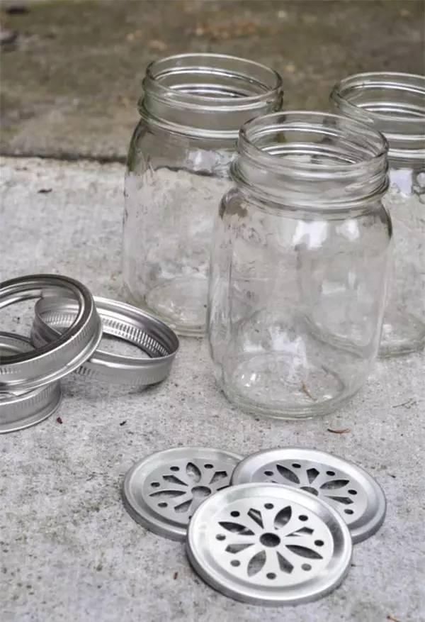 母婴 正文  在玻璃瓶内刷上丙烯颜料, 稍微创意下,装上电子蜡烛就完成
