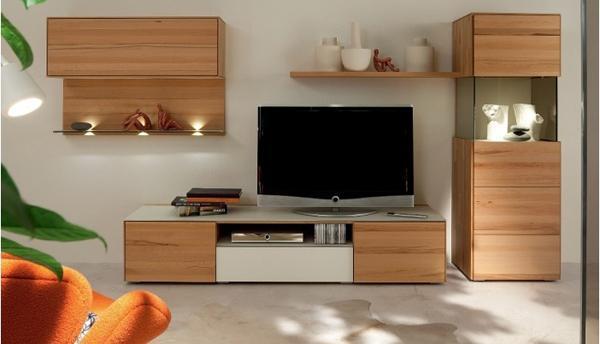 播电视�_客厅电视应该挂起来还是放电视柜上?看完不再纠结