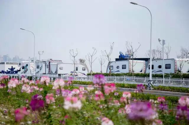 """九月份旅游景点推荐:北京两旅行社涉嫌雇用""""黑导""""被查"""