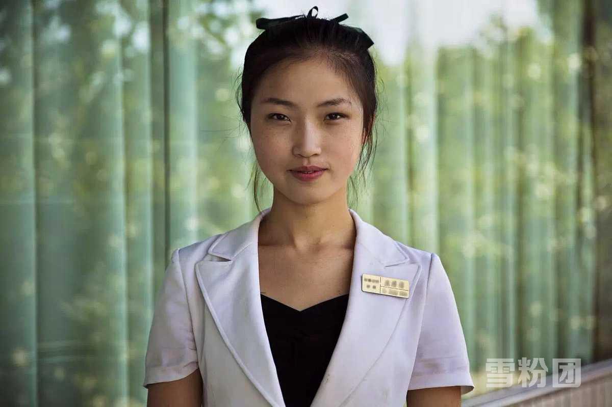 朝鲜平壤女服务员.