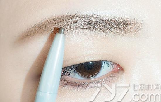 【宝鸡学化妆】懒人画眉步骤图解 四步画出自然眉毛