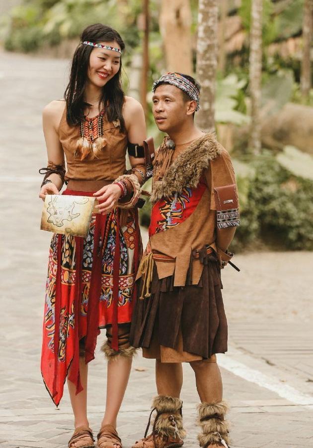 时尚 正文    这个身高180 的世界小姐张梓琳,用身体90%是腿的比例,让