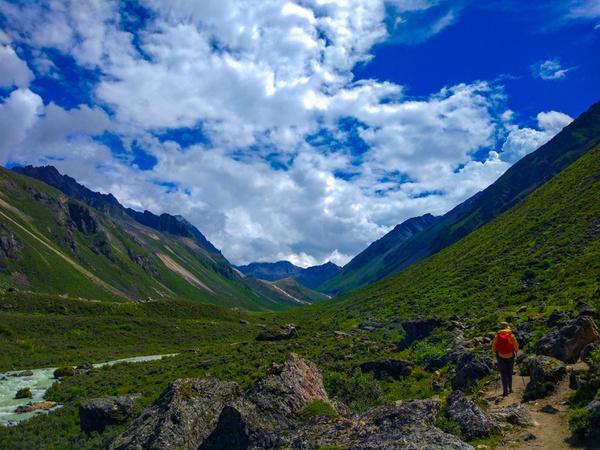 旅游 正文  贡嘎山位于四川省甘孜藏族自治州泸定,康定,九龙三县境内.
