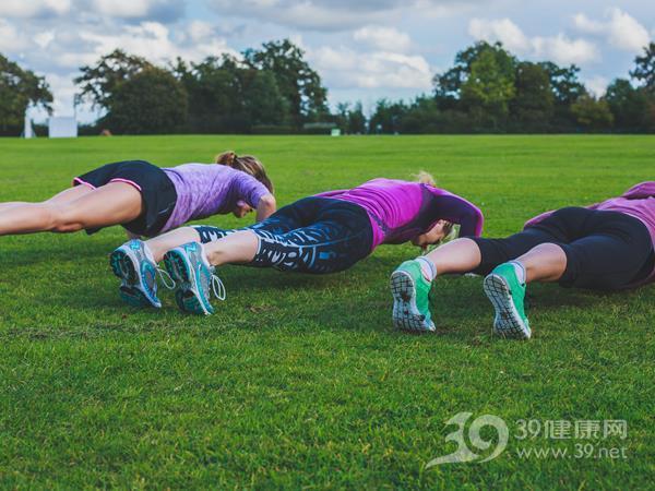 这样做俯卧撑,减肥效果比跑步死亡减肥过度还好图片