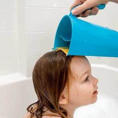 """孩子不愿洗头,多半因为洗发水会""""流泪""""图片"""