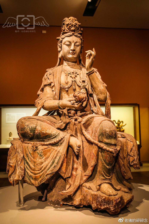 彩绘漆金木雕菩萨坐像(宋)