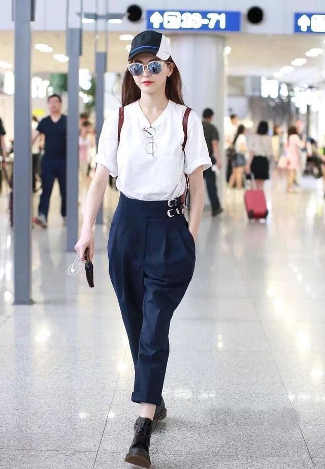 唐嫣时尚抢镜—黑底红唇印的高跟鞋,收尾呼应,美出天际