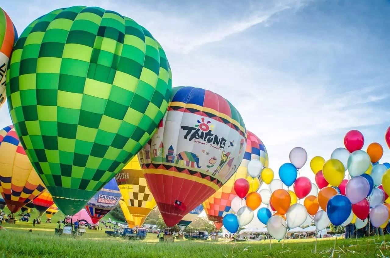 八月在鹿野高台举行,不仅可以近距离接触造型奇异的热气球,还有机会从图片