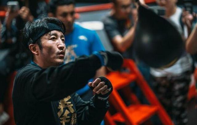拳王邹市明远离娇妻,全心备战,一定击败日本拳王
