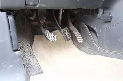 就是喜欢左脚刹车右脚油门,你能把我怎么样图片