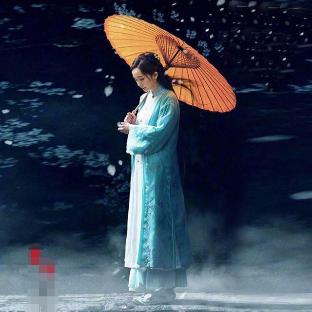 古装美人撑伞照赵丽颖穷酸,她靠撑伞照美了一辈子
