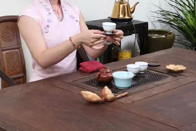 泡茶是学问,敬茶是修养图片