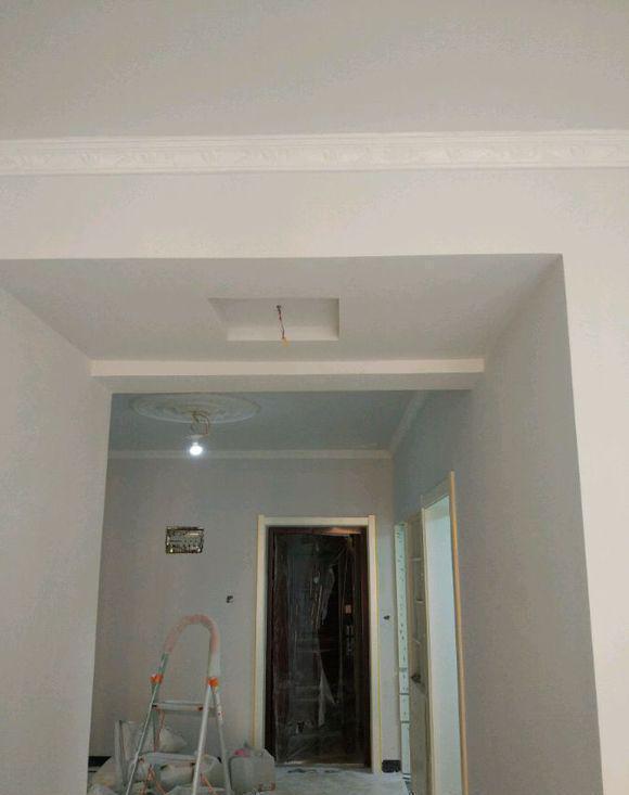 装修全屋不做吊顶,直接石膏线走一圈,会土吗?