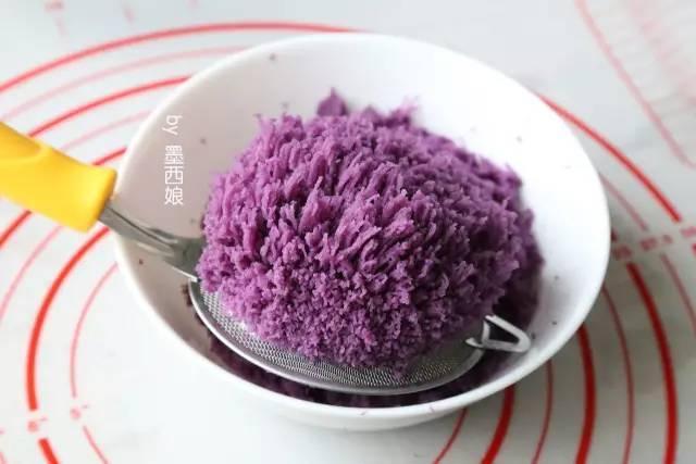 这块 紫薯月饼 ,连汪星人都不放过