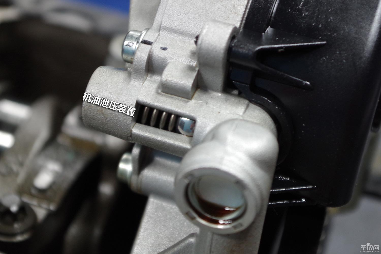 机油泵上设置了限压阀,当压力超过设定值后,限压阀打开,机油泄压图片