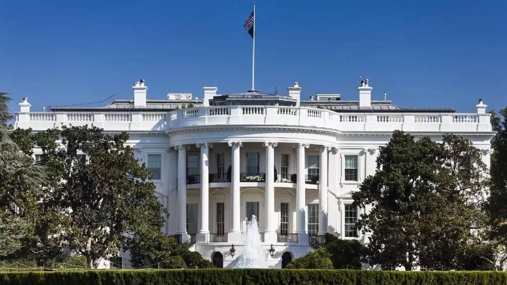 白宫闹鬼_白宫为什么是白色的?背后的历史美国人都不愿提起