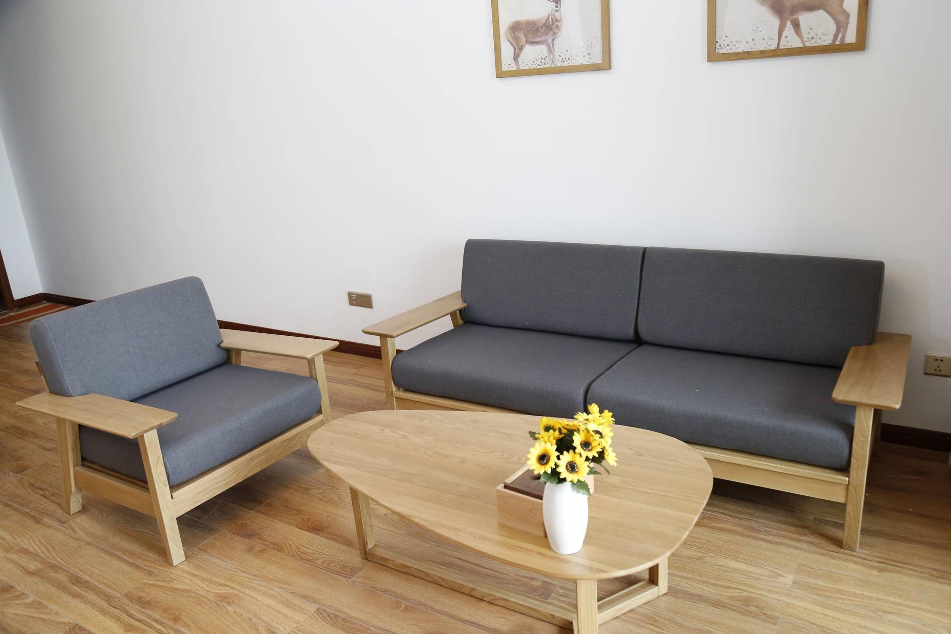 90平两室两厅,极简北欧风,木质家具的感觉很美