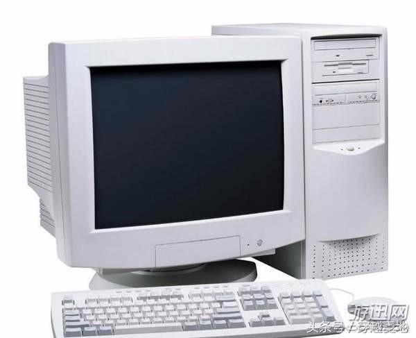 """最初的上网设备,一般是486-586台式电脑,""""大头""""显示器相当厚重,当时从图片"""