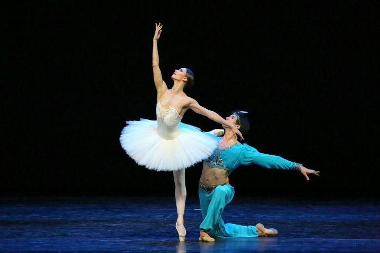 百年经典芭蕾舞剧 舞姬 献演新疆