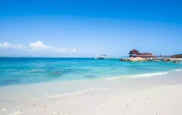 三亚可玩的海岛非常多, 选一个岛去避暑吧.