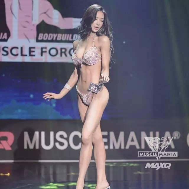 ▼ 在韩国的musclemania健体模特比赛中 夺得了冠军 美到窒息的比赛