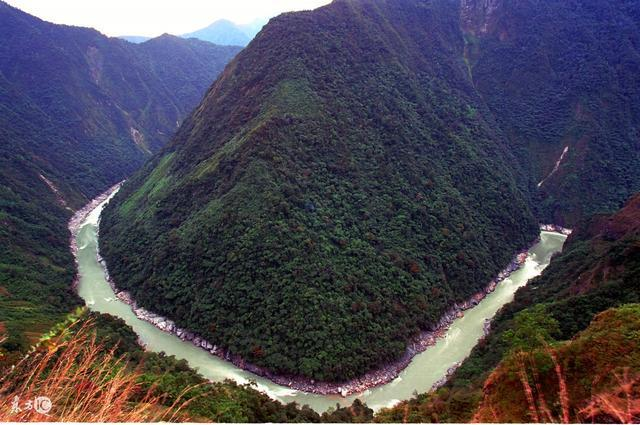:雅鲁藏布江大拐弯风光(图片署名:东方IC)-中国十大河流排行高清图片