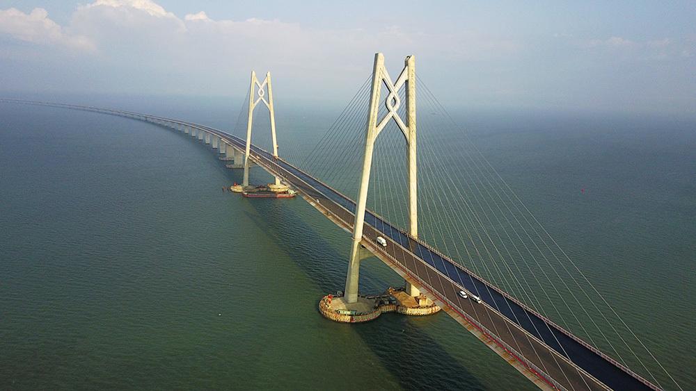 珠港澳大桥-合作查验一次放行 珠澳口岸将一证过两关
