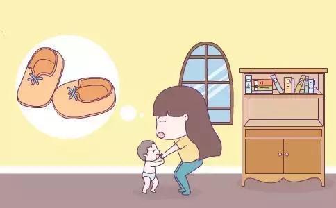为什么让孩子光脚地上跑 当妈的你咋不管管
