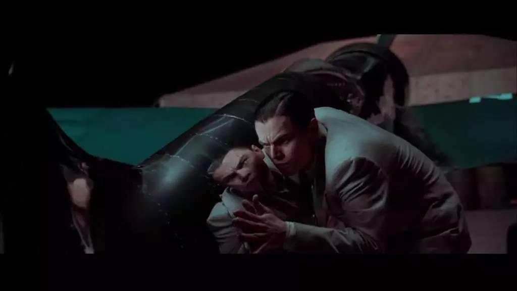 小h电影_电影《飞行家》浓墨重彩地描写了休斯如何在战争时期制造出当时世上最