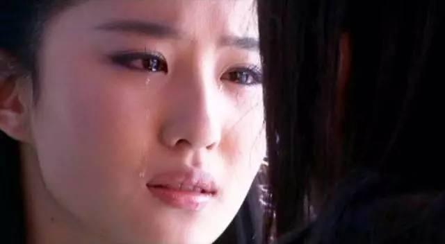 刘亦菲素颜,脸上竟然一颗痘都没有?