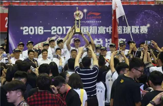 中国最强高中球队输美国高中明星队_赛后采访说爱国