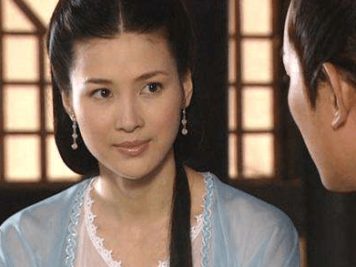 记得 亮剑 田雨吗 37岁和靳东演夫妻美艳如昔