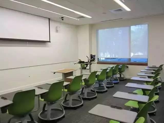 教育 正文  (东北大学图书馆为方便小组讨论而设计的环形工作区) 诚然图片