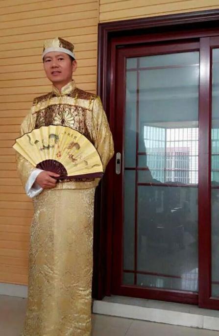 他为证明自己是中国人在淘宝上注册第一家古装店
