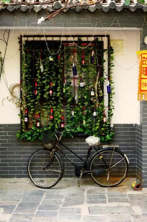 曲水亭街,一条富有诗意的古街,像一卷长长的书画飘在泉城济南,从珍珠泉一直铺到大明湖.图片