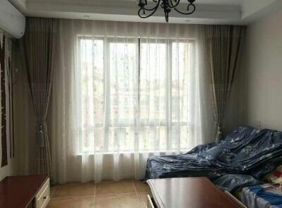客厅双层窗帘安装