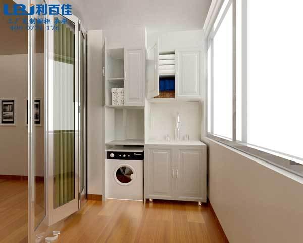阳台储物柜安装最好是有封闭式阳台,这样能保证柜子的寿命. 2.图片
