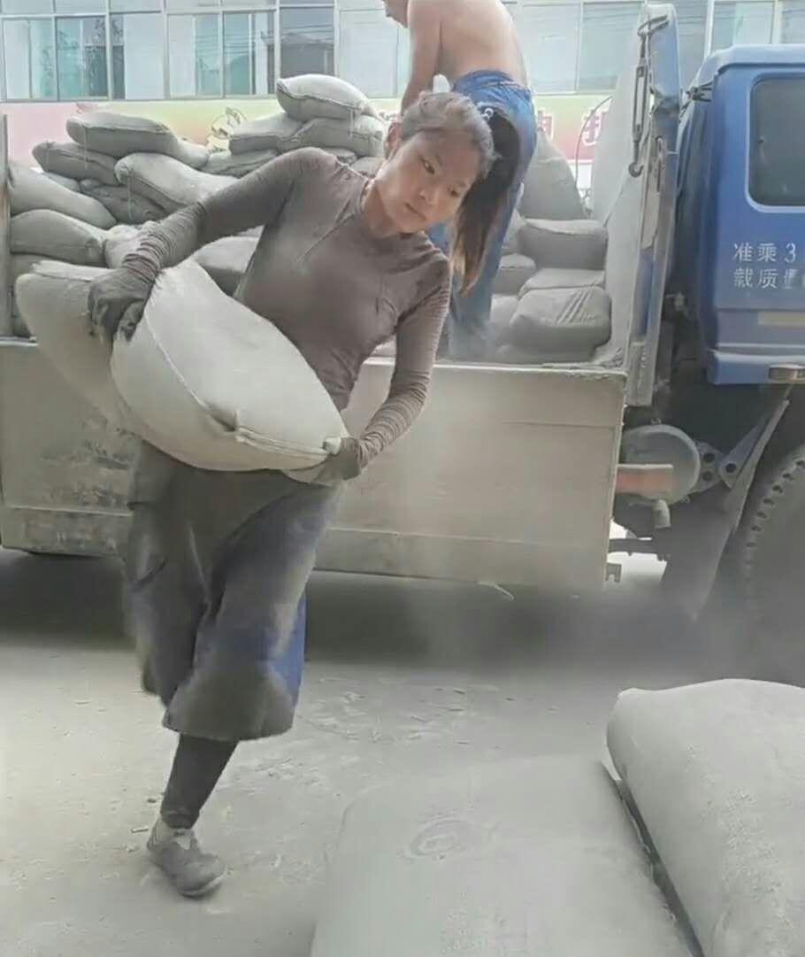 二十八岁妙龄女为救肝癌丈夫搬一天水泥挣一百块