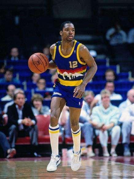 尴尬!NBA历史上的8次另类四双,威少哈登均创新纪录