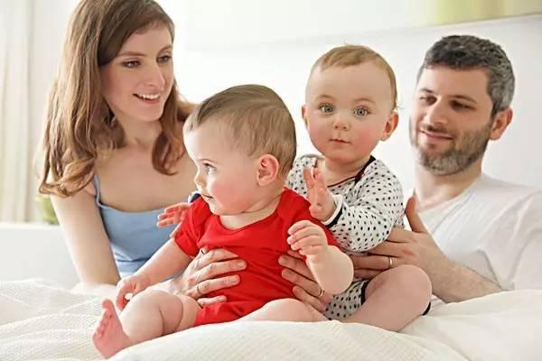 双胞胎孕妇照_当你怀双胞胎的时候,怀孕是什么样的?
