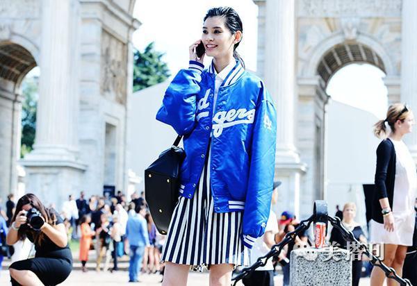 巴黎潮人用魔力炫彩蓝色炼就吸睛法,自带高贵气质