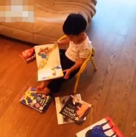 陈小春带儿子参加爸爸去哪儿,我猜他俩会承包全部笑点 作者: 来源:糊说娱有料
