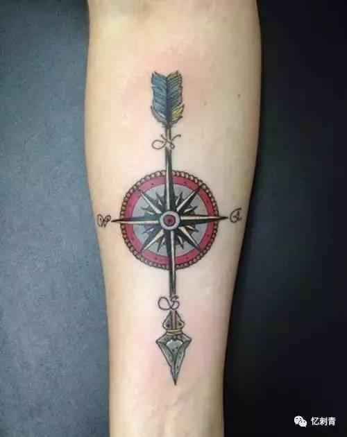 箭头纹身可以用来鼓励自己,也可以宣示个性