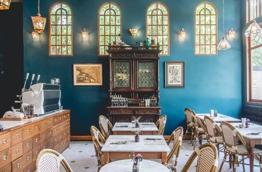 美食 正文  欧式文艺装修,最大的特色是店里的饮品,可以自己动手调配
