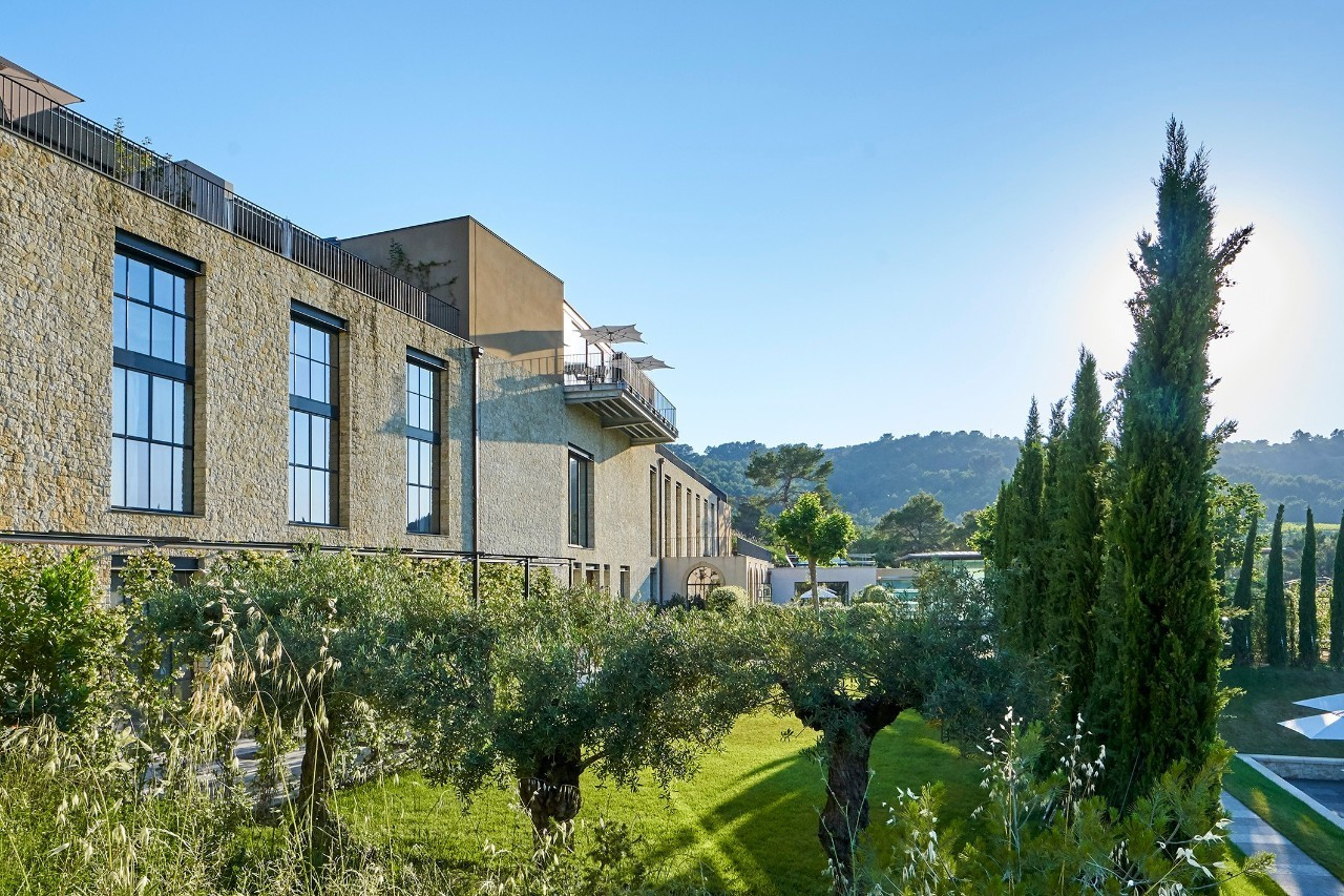 考察绝美特色小镇,入住百年古堡庄园,学习欧洲香氛哲学,9天8晚体验