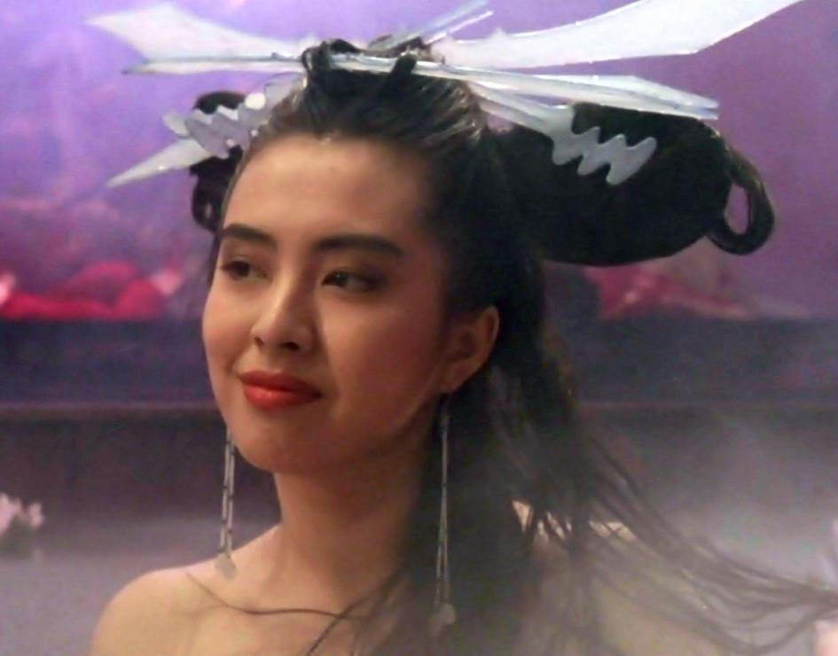 王祖贤晒旧照,芳华绝代美人胚子,少女时期逆天颜值美爆了