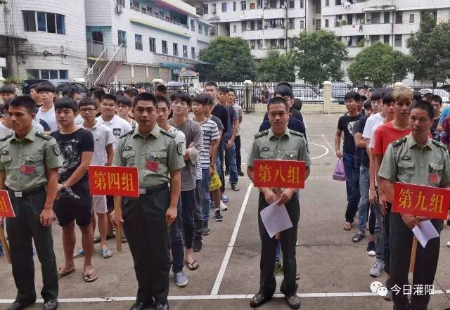 桂林灌阳县275名青年接受征兵体检
